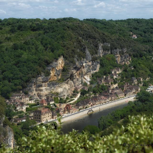 Vue aérienne sur le village de la Roque-Gageac - Vallée de la Dordogne