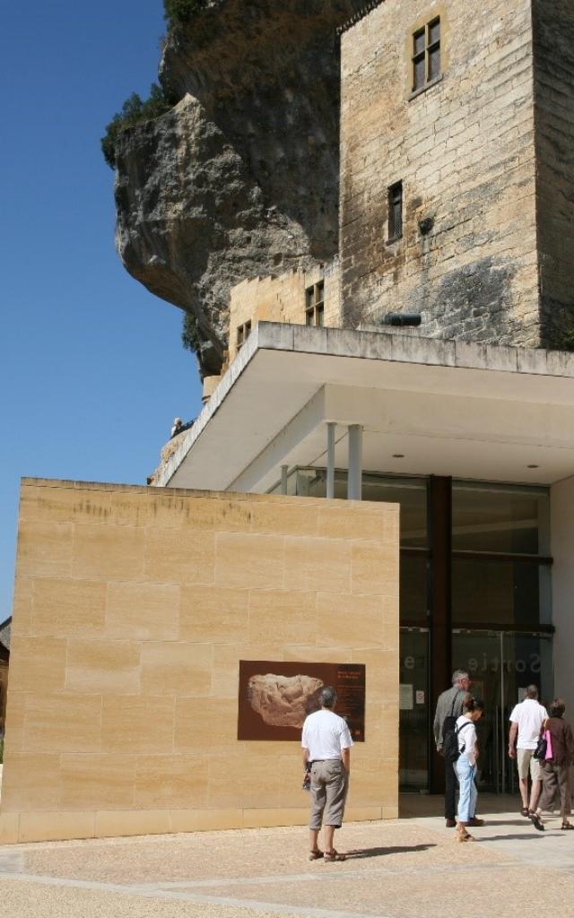 Musée National de la Préhistoire en plein coeur du village des Eyzies- Vallée de la Vézère