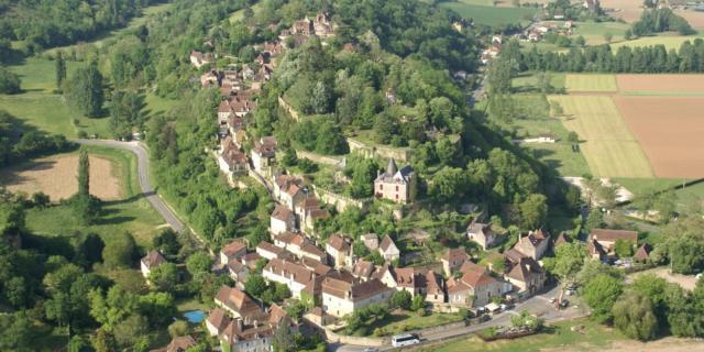 Vue aérienne du village de Limeuil