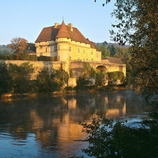 Château de Losse et ses jardins, sur les bords de la Vézère