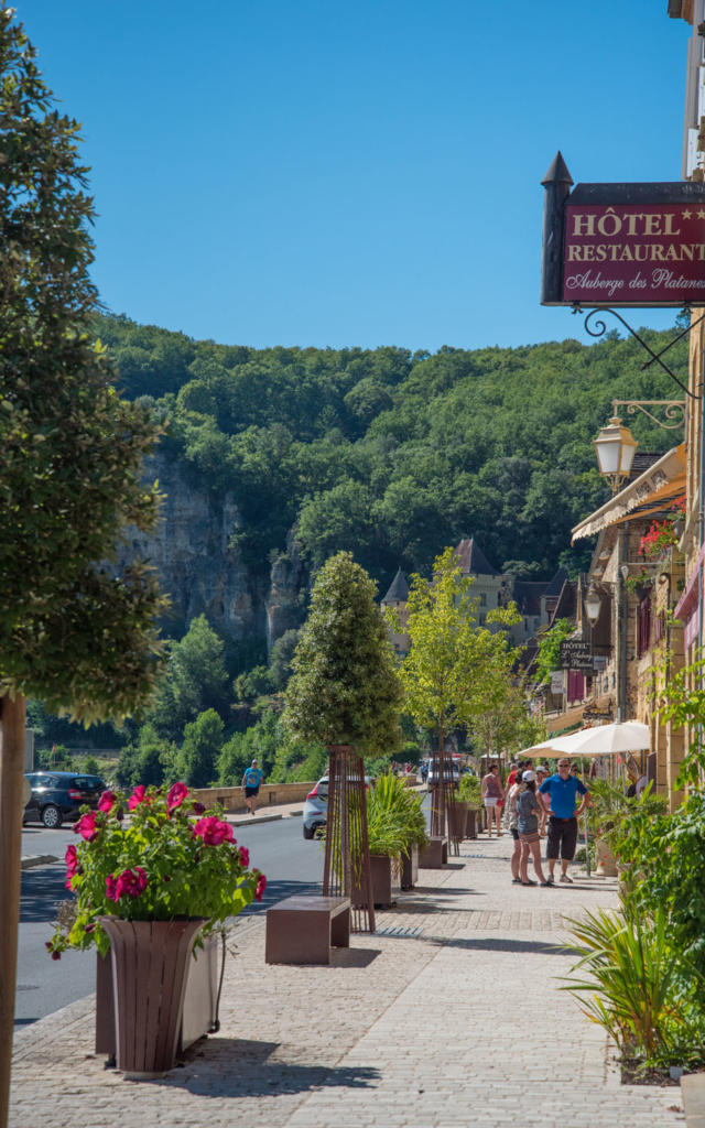 Rue principale du village de la Roque-Gageac