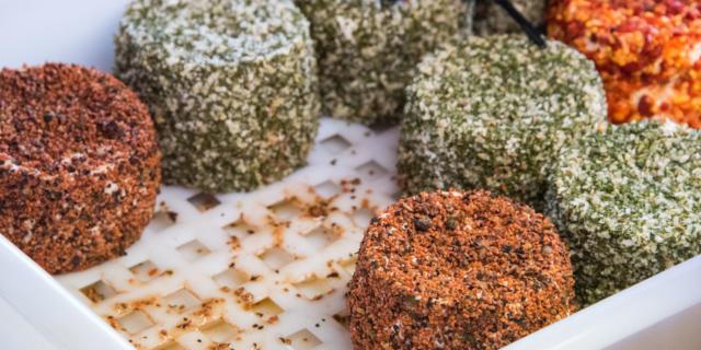 Fromages de chèvre sur le marché de Sarlat