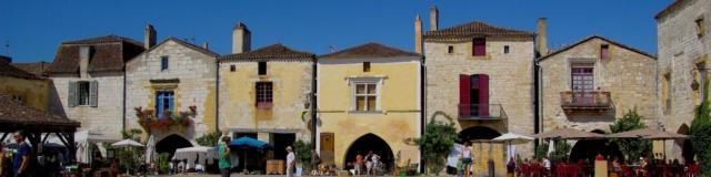 Place centrale de la Bastide de Monpazier