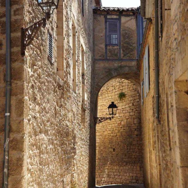 Vue sur les remparts de Sarlat depuis la rue Jean-Jacques Rousseau - Quartier Ouest