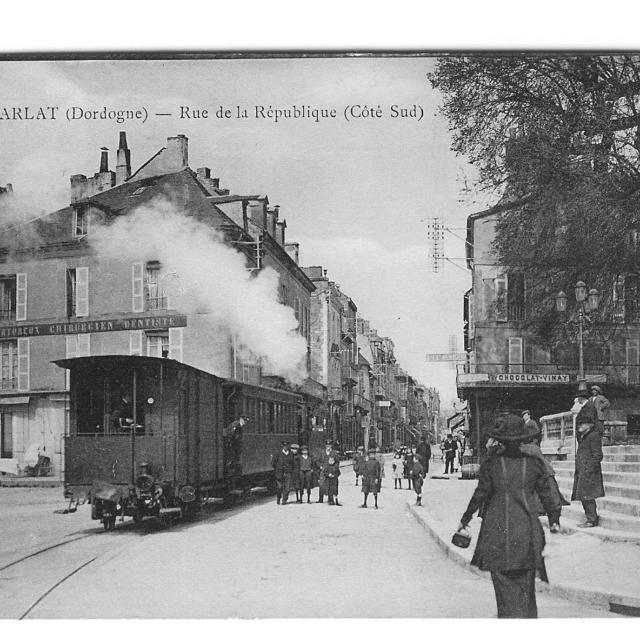 Le tramway à Sarlat