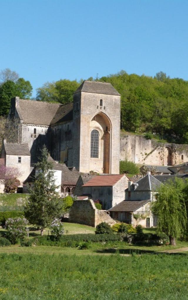 Vue sur l'abbaye de Saint Amand De Coly