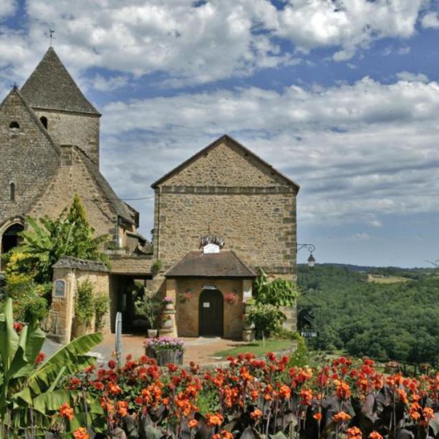 L'église de Tamniès, en plein coeur du bourg