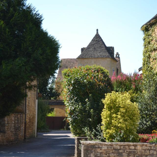 Toits de lauzes dans le village de Proissans