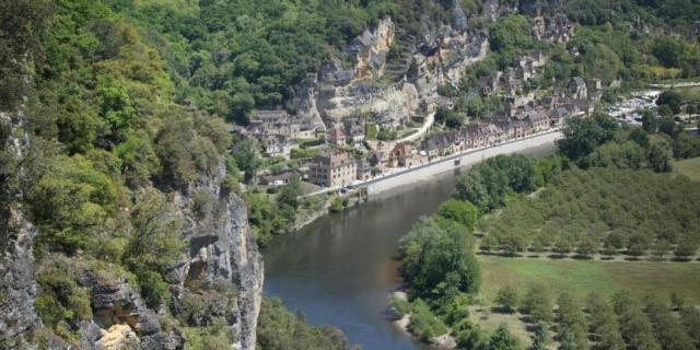 Vue de la Roque Gageac depuis les jardins de Marqueyssac
